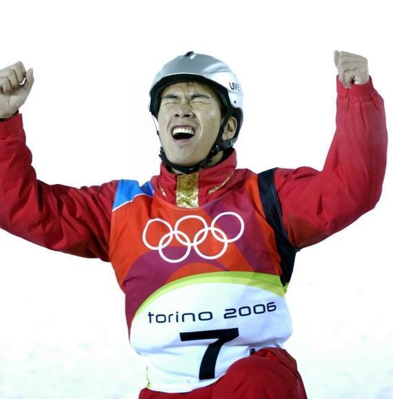 在2006年都灵冬奥会上,22岁的韩晓鹏夺得自由式滑雪空中技巧冠军。
