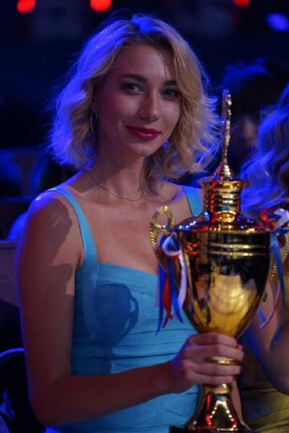 俄罗斯逆天美男赛莉斯担纲搏击法宝