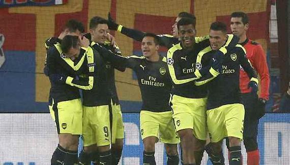 新援帽子戏法,阿森纳4-1夺头名出线