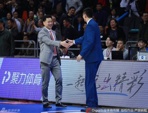 李春江和杜锋握手