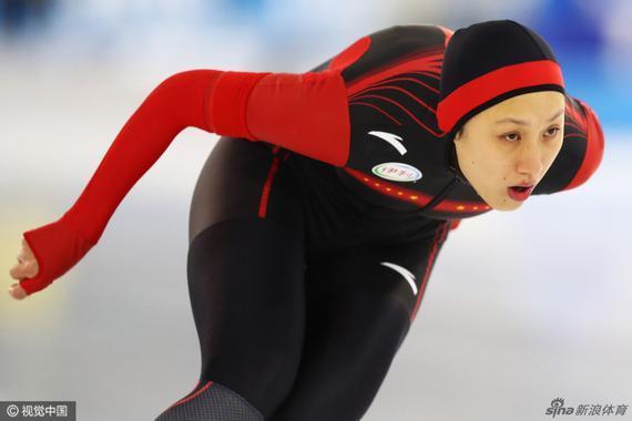日本选手高木美帆以1分56秒08夺得季军