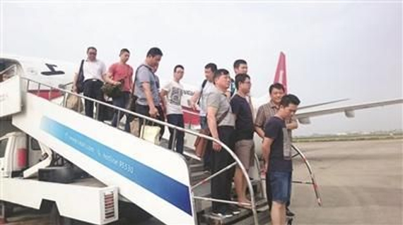 在马来西亚警方协助下,吴某等犯罪嫌疑人被押解回国