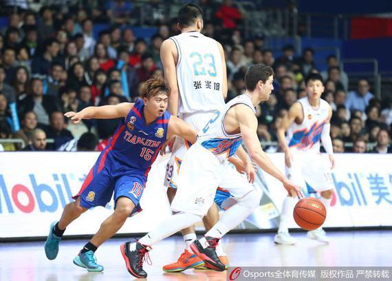 上海队主场战胜了天津