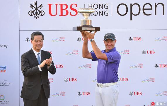 梁振英出席香港公开赛闭幕式 为冠军布雷泽颁奖