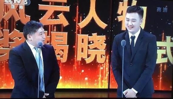 张琳(右)