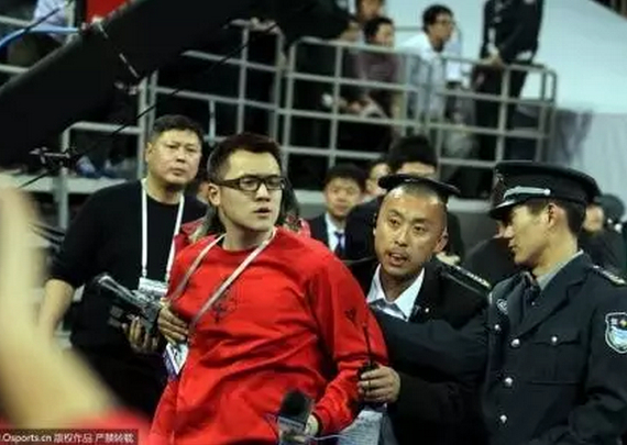 记者被安保人员阻止
