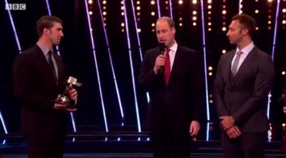 威廉王子为菲尔普斯颁奖