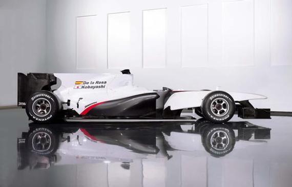 宏大的背鳍是2010款F1赛车的标配,图为2010款名驹F1赛车。