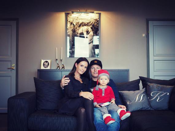 莱科宁与妻子儿子合影