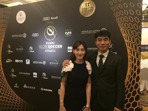 郑智携爱妻出席颁奖典礼
