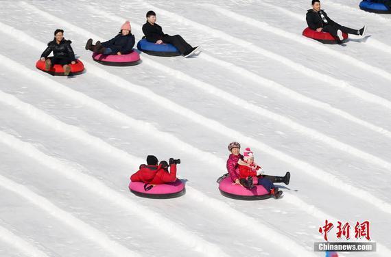 北京市民参与冰雪运动