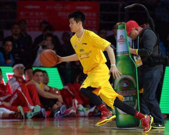 2014年CBA全明星赛,夺得技巧赛冠军的王子瑞在比赛中 新华社记者郭勇摄