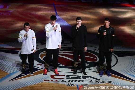 四位年轻球员在全明星开场献唱