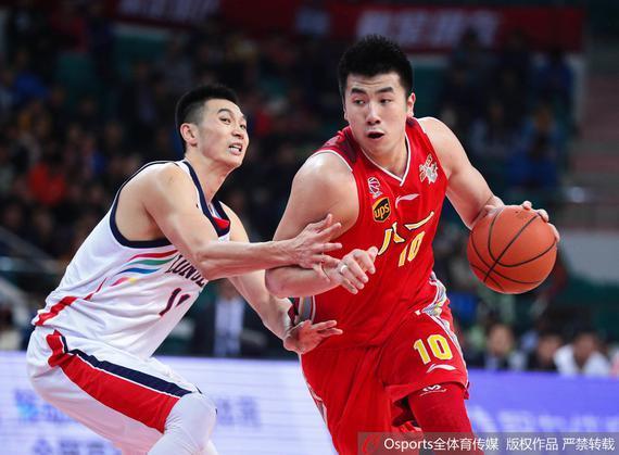 邹雨宸在对阵广州的比赛中发挥出色
