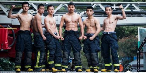 消防兵哥哥严肃脸下的澎湃心
