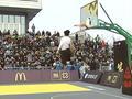 视频-朱墨复制拉文转身拉球扣篮 豪夺南京站扣篮王