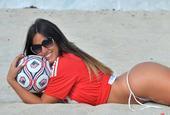 意大利足球嫩模日光浴海滨大片
