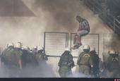 希腊发生大规模球场冲突事件看台球迷群殴