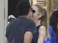菲戈与妻子当街热吻大秀恩爱