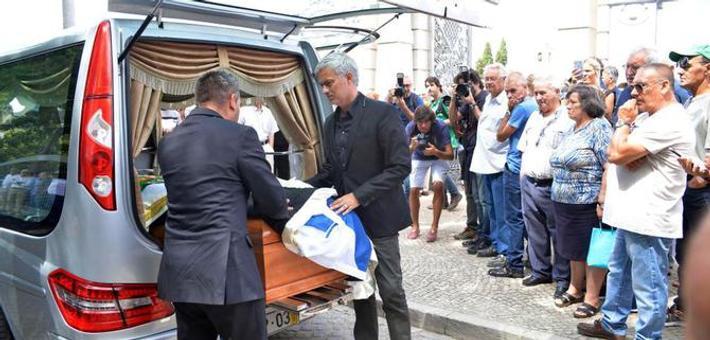 父亲葬礼穆里尼奥抬棺送行