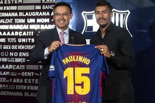 保利尼奥签约巴萨发布会举行