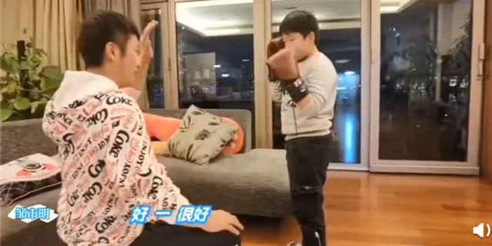 """来场家庭拳击赛 邹市明的居家抗""""疫""""经"""