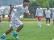 水中踢球少年受邀试训中乙球队 他想成为职业球员