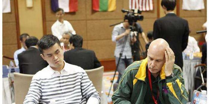 大马华人象棋老师自学成才 曾虚心向学生求教
