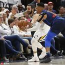 两图看NBA迷之尺度 威少一回合三连击竟没响哨