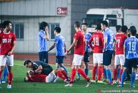中甲险爆发两队群殴 南通教练将陈涛推倒在地