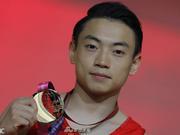 关晓彤为体操帅哥加油 写下四个字助他夺世界冠军