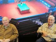 斯诺克世锦赛迎来两位特殊观众 93岁老人圆梦了