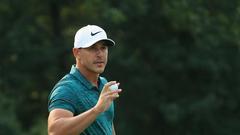 科普卡完美发挥赢PGA锦标赛 伍兹8鸟64杆夺亚军