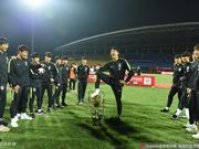 国耻啊!韩国人踩奖杯的痛 中国足球别又忘了