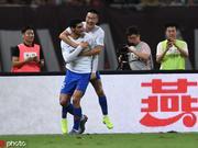 半场-费莱尼头槌刘洋染红离场 鲁能客场暂1-0上港