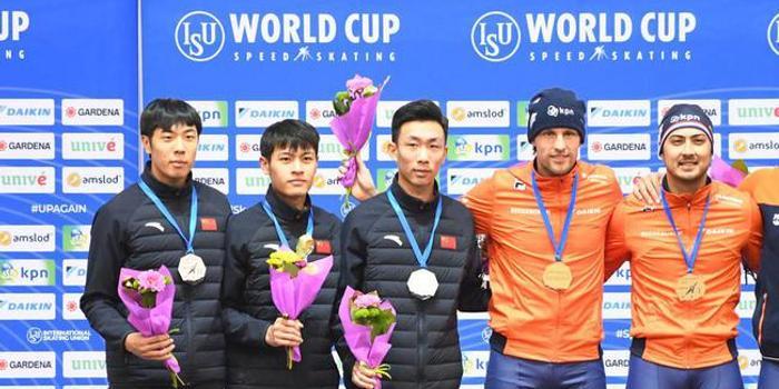 速滑新赛季在明斯克揭幕 中国男子团体竞速夺银