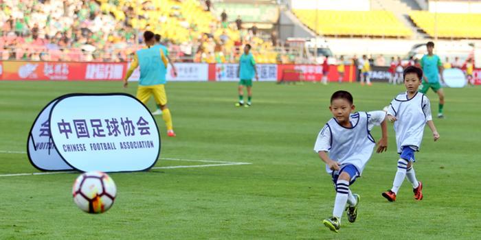 北京市足球中场表演展示活动总结 助推足球少年成长