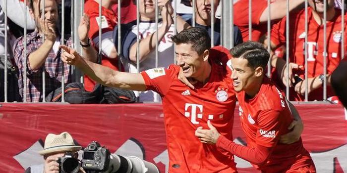 德甲官方:莱万当选本轮最佳球员 新赛季5场9球