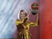 视频-性别歧视? 女足金球奖得主领奖被邀请跳电臀舞