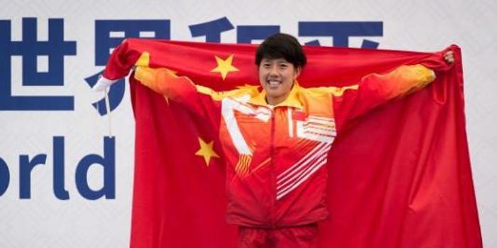 中国队获军运会马拉松女子个人、团体两块铜牌