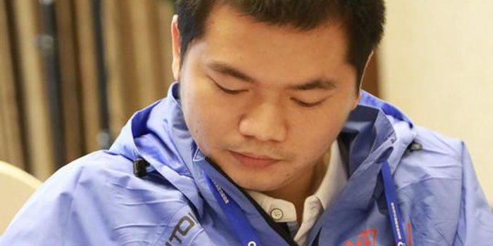 赵攀伟夺冠:被背上领奖台 医生曾说他活不过20岁