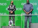 奥尼尔比站领奖台的还高 网友调侃他得了1.5名