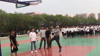 致敬篮球场坚持梦想的老人们