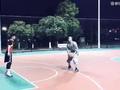 """视频-野球场有武僧上演真实版""""功夫篮球"""" 吊打全场"""