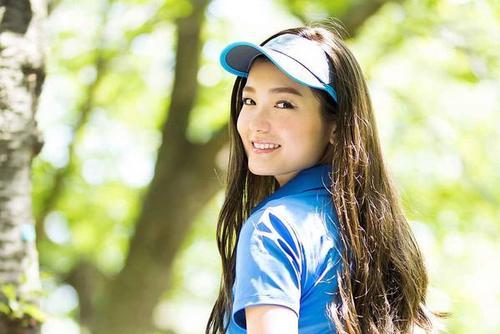 日本高尔夫杂志美女写真