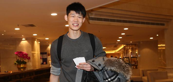 男篮蓝队球员抵达东莞备战