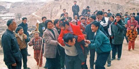 实拍陕西各地37年婚礼变迁 见证彩礼一路涨
