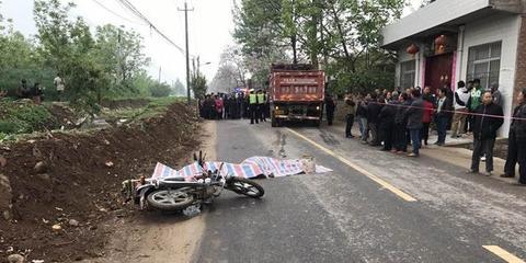 渭南一辆大货车撞上摩托车 致两人死亡