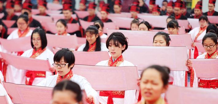 汉城湖举办学子成人礼