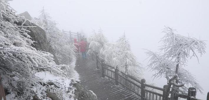 山下是秋天 太白山上白雪飘